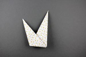 Dabei sollte diese Krone entstehen, mit einer kleinen Spitze links und einer großen Spitze rechts. Davon brauchen wir 8 Stück.